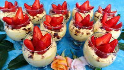 mascarpone ou tiramisu aux fraises recette desserts supertoinette. Black Bedroom Furniture Sets. Home Design Ideas
