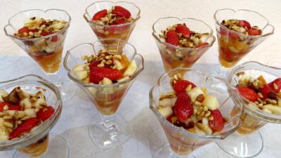 Salade de fruits champenoise recette desserts supertoinette - Coupe de salade de fruits ...