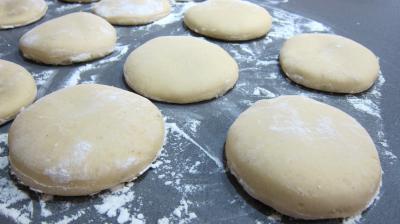 Beignets hanouka soufganiyot recette desserts supertoinette - Recette beignet levure de boulanger ...