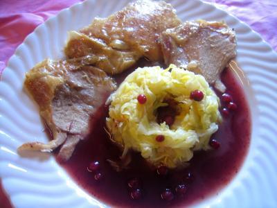 Cuisse de dinde au chou et la sauce aux airelles - Comment cuisiner des cuisses de dinde ...