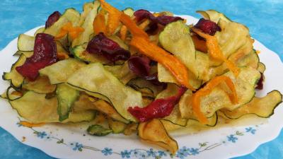 chips aux courgettes carottes et betterave rouge recette l gumes supertoinette. Black Bedroom Furniture Sets. Home Design Ideas