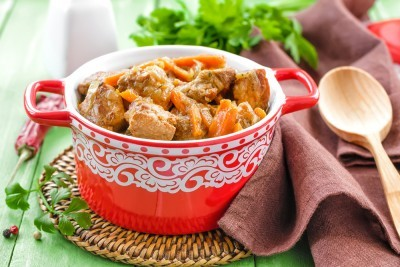 Saut de porc aux carottes et aux raisins secs recette - Cuisiner un saute de porc ...